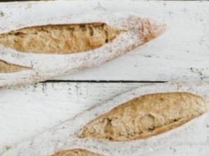 De nieuwe speltbaguette van Pur Pain, gemaakt met  passie voor het ambacht op traditionele Franse wijze
